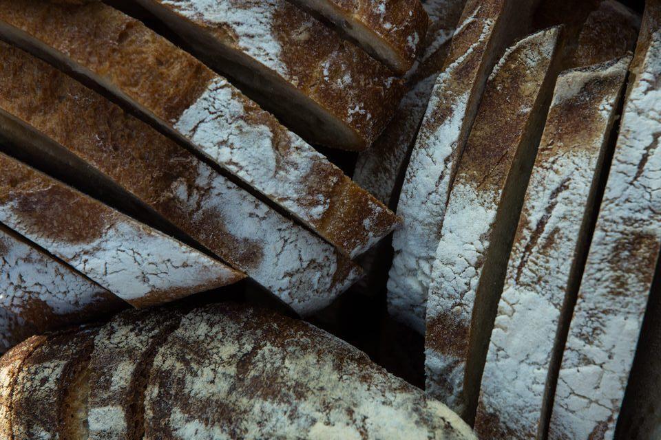 Brød bagt med surdej smager bare af en skive mere ...